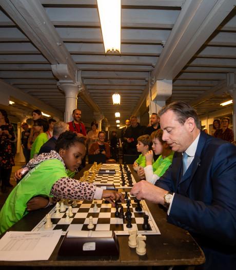 VIDEO: Burgemeester De Wever opent Antwerpen Schaakt