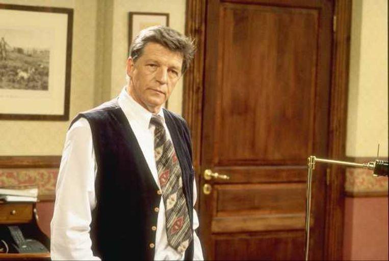 Rik Andries als dokter Walter in 'Thuis' Beeld rv