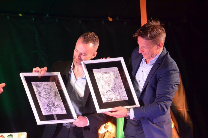 Inhuldiging Wesley Sonck en Kevin Van der Perren als ereburgers van Ninove. Ze kregen allebei een karikatuur.