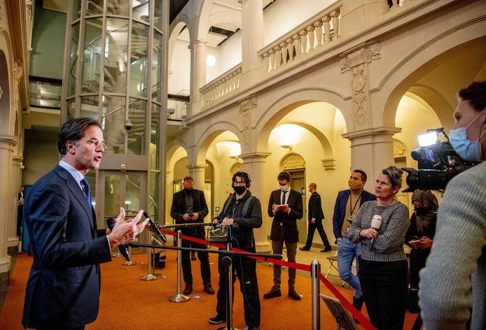 Demissionair premier Mark Rutte gaat toch kijken of er geschaatst mag worden op natuurijs.