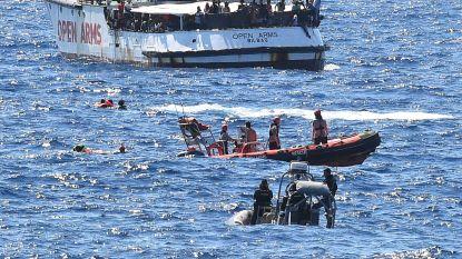 Italiaans parket beveelt inbeslagname Open Arms: migranten komen aan wal in Lampedusa