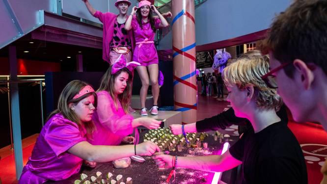 Toiletrave, shotjes en dansen tijdens Trojaanse oorlog in Chassé Theater Breda