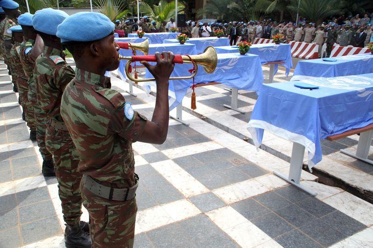 De herdenkingsdienst van de negen omgekomen VN-militairen uit Niger. Beeld afp