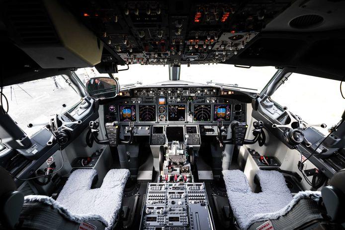 De koning heeft zijn breven voor de Boeing 737 inmiddels gehaald en mag het toestel besturen.