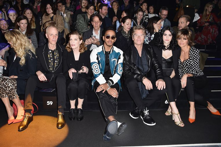 Lewis Hamilton bij de Dolce & Gabbana show tijdens de Milaanse modeweek . Beeld Getty Images for Dolce & Gabbana