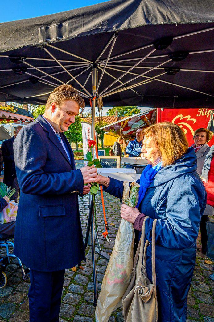 De kersverse burgemeester is op zijn beurt gecharmeerd van de Wouwenaren.