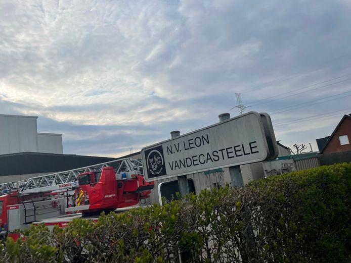 De brandweer rukte uit naar vlasverwerkend bedrijf Leon Vandecasteele in Lendelede.