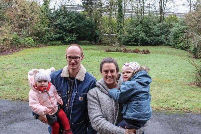 Maaike Bettens en Jeppe Vanhoenacker baten camping Tranfso uit, in de tuin van de voormalige directeurswoning.