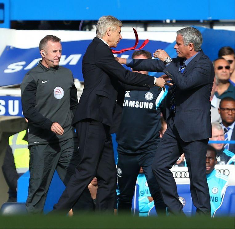 Ik weet niet of ik ooit nog een team zal trainen: ik heb veertig jaar lang elke dag niets anders gedaan. Nu geniet ik van mijn vrije tijd.' (Foto: in de clinch met José Mourinho.) Beeld