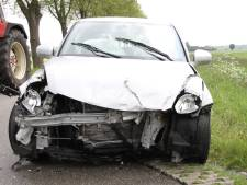 Flinke klapper in Holten: twee auto's total loss