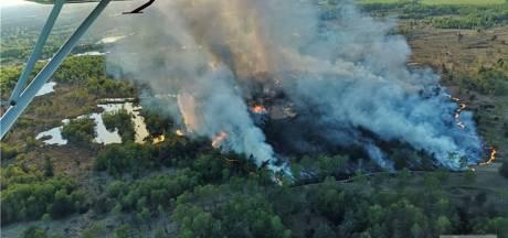 Rookwolken boven Twente door grote veenbrand in Bad Bentheim