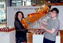 De samenstellers van de expo Surviving Space, Marietje Ruijgrok en Jules Schoonman.