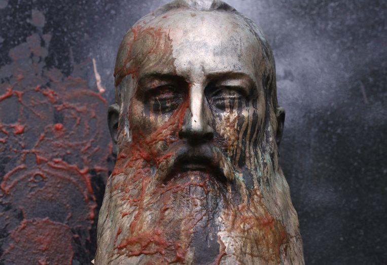 Ook in Gent is een beeld van Leopold II besmeurd met rode verf. Beeld REUTERS