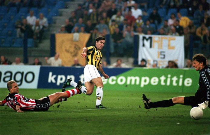Curovic scoort heel snel een doelpunt na lang blessureleed.