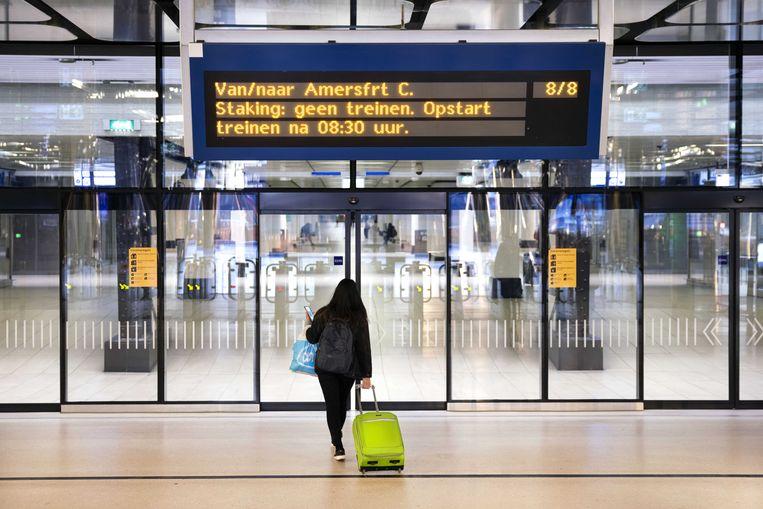 Door een staking van ProRail-medewerkers reden er woensdagochtend geen treinen rond onder meer Amsterdam en Utrecht.  Beeld ANP