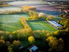 Vlag kan uit bij Zwijndrechtse voetbalclubs; toch nieuwe kunstgrasvelden