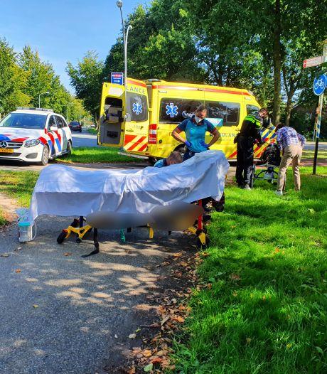 Fietsers botsen in Wijchen: vrouw raakt gewond aan hoofd