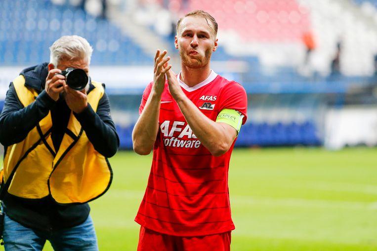 Teun Koopmeiners neemt geëmotioneerd afscheid van de fans van AZ. Hij verkast naar Atalanta Bergamo. Beeld Pro Shots / Niels Boersema
