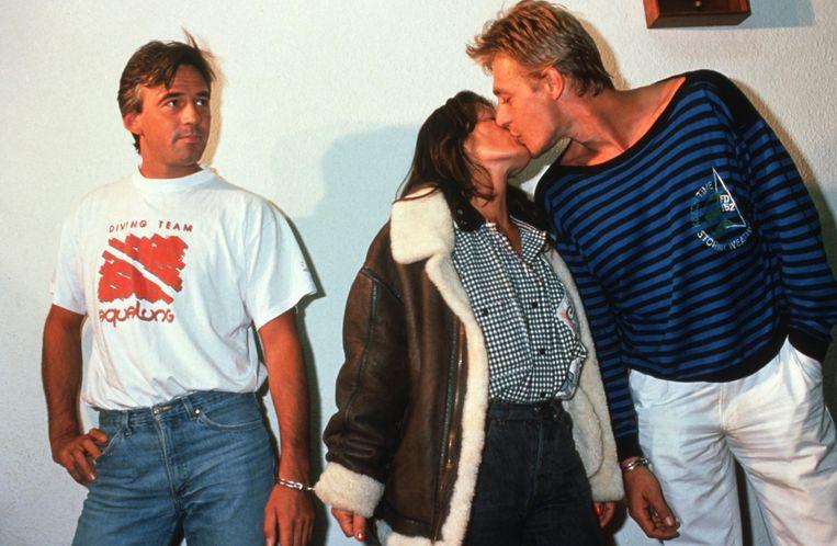 Ontvoerder Patrick Haemers (rechts) bij zijn aanhouding in Rio de Janeiro, met zijn vriendin Denise Tyack en medegangster Axel Zeyen. Beeld Photo News