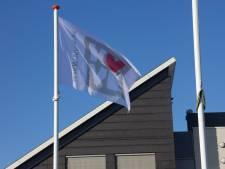 Opmerkelijk: juist in Tholen wappert de vlag voor de Week van de Euthanasie