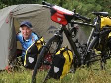 Het zit erop: Paul Jacobs is aangekomen in Rome na een wekenlange fietstocht vanuit Wijk bij Duurstede