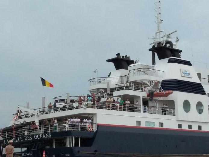 Op het schip, dat onder Belgische vlag vaart, zaten ongeveer 150 passagiers en bemanningsleden.