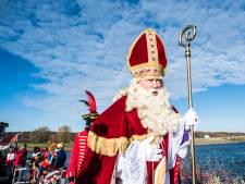 Sint vaart voor de tiende keer binnen bij de stuw van Driel