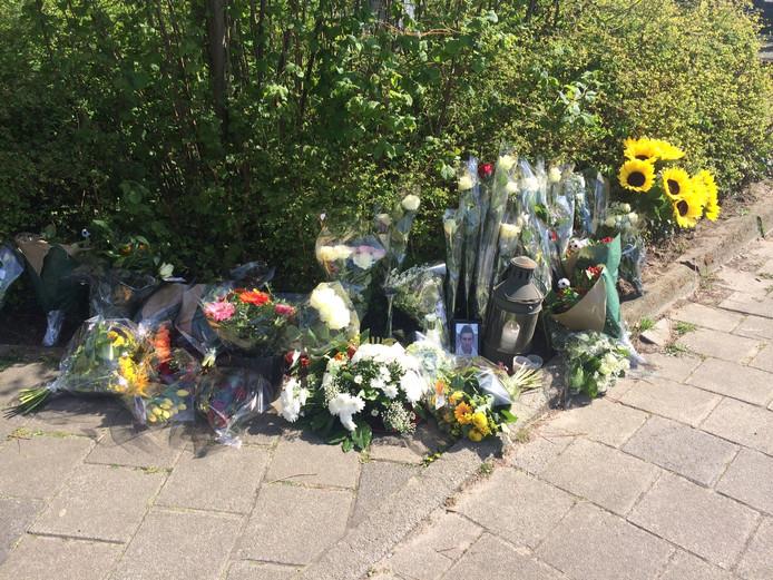 Herdenkingsplek bij het spoor in Tongelre voor Ruud Bijsterveld uit Nuenen die maandagavond om het leven kwam.