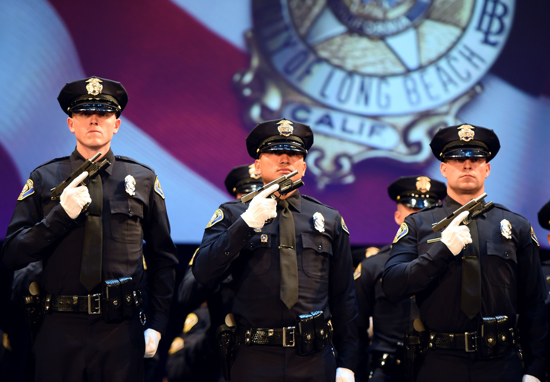 Pas afgestudeerde politieagenten in California. Beeld MediaNews Group via Getty Images