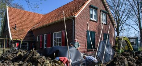 Kleiklomp achter folie moet verder verzakken Rekkense woning door krimp-zwel voorkomen
