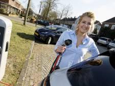 Rachel is al ruim een half jaar wanhopig op zoek naar laadpaal voor haar auto: 'Het is om te huilen'