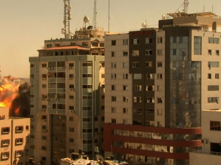 Israëlische luchtaanval in Gaza vernietigt mediagebouw