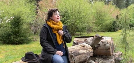 Lisette wandelt met mensen in rouw: 'Gefrustreerd? Keil wat stenen in het water'