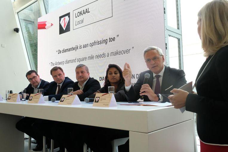 Minister van Werk Kris Peeters sprak gisteren op het verkiezingsdebat over de diamantsector en bracht ook de diamantwijk ter sprake.