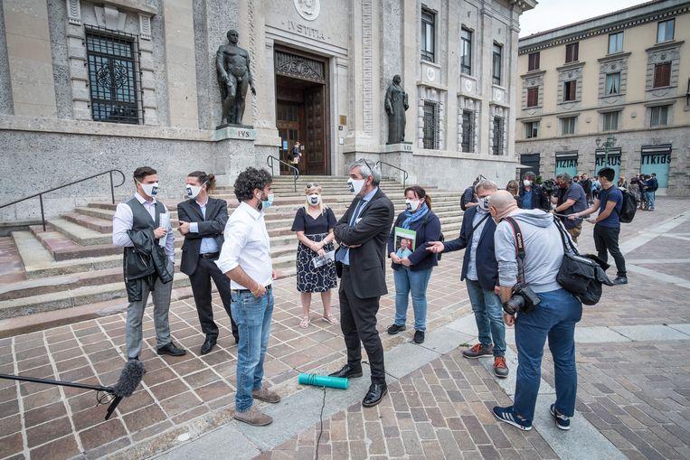 Nabestaanden uit de groep Noi Denunceremo dienen op 10 juni in Bergamo de eerste vijftig aangiften in bij de officier van justitie.  Beeld Getty