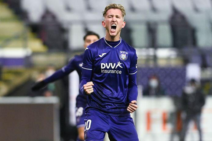 Michel Vlap schreeuwt het uit na zijn benutte pingel tegen Sporting Charleroi.