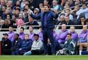 Spurs-manager Mauricio Pochettino doet een poging zijn spelers op te peppen tegen Watford.