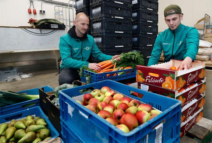 De Noaberbox is het initiatief van Mart Schutten (links) en Koen Garritsen (niet op de foto). Rechts Jaco Klein Goldewijk.