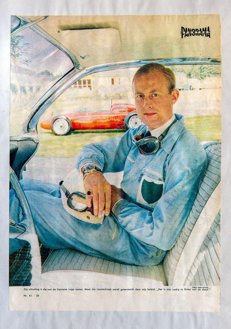 Godin de Beaufort poseert voor een reportage in Panorama. Op de achtergrond de Porsche. Beeld Klaas Jan van der Weij