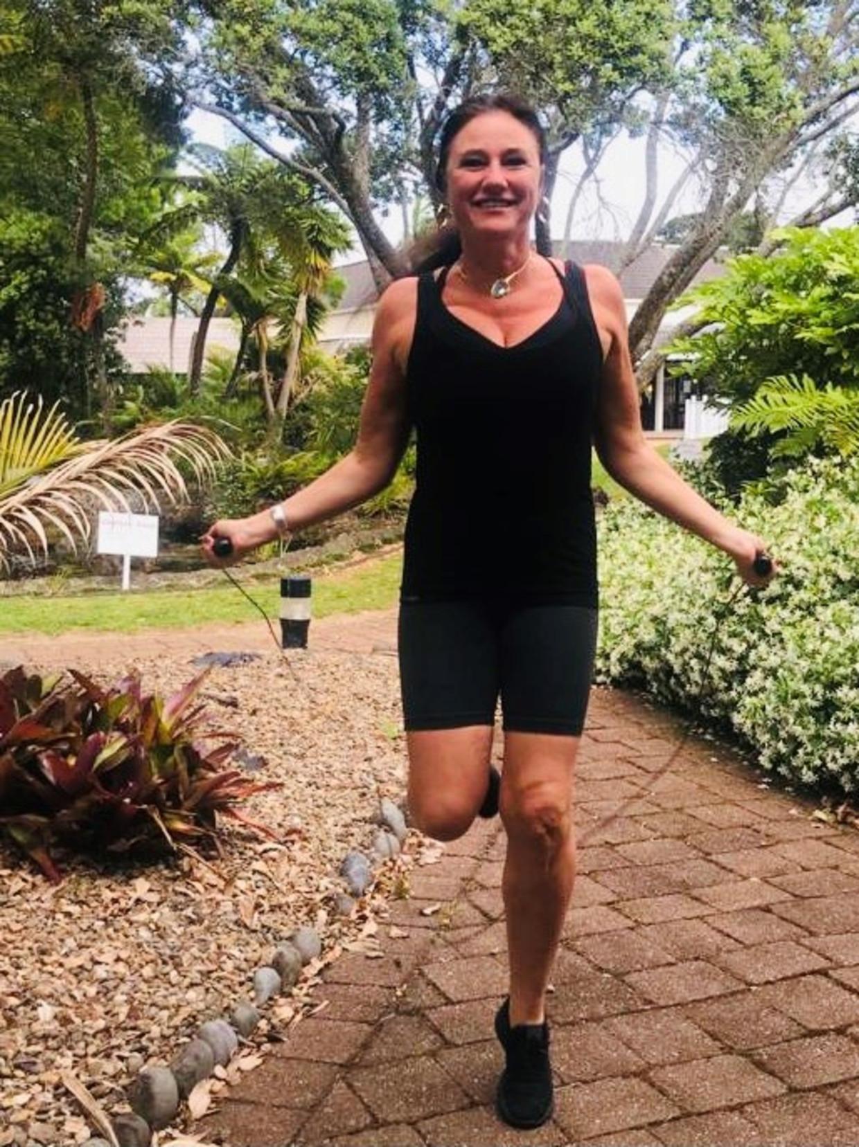 Sabine De Vos doet een 'poging tot sporten' Beeld Sabine De Vos / Humo