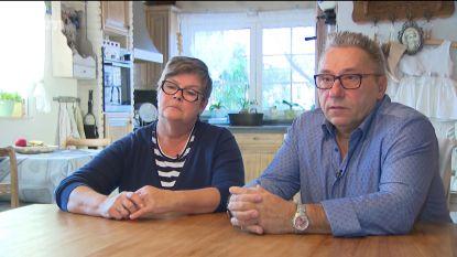 """Ouders van man die overleed in cel blijven met veel vragen achter: """"Als iemand in elkaar zakt, bied je toch hulp?"""""""