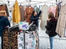 Weer sokken en ondergoed op de weekmarkt van Oosterhout: 'Het lijkt wel een eeuw geleden'