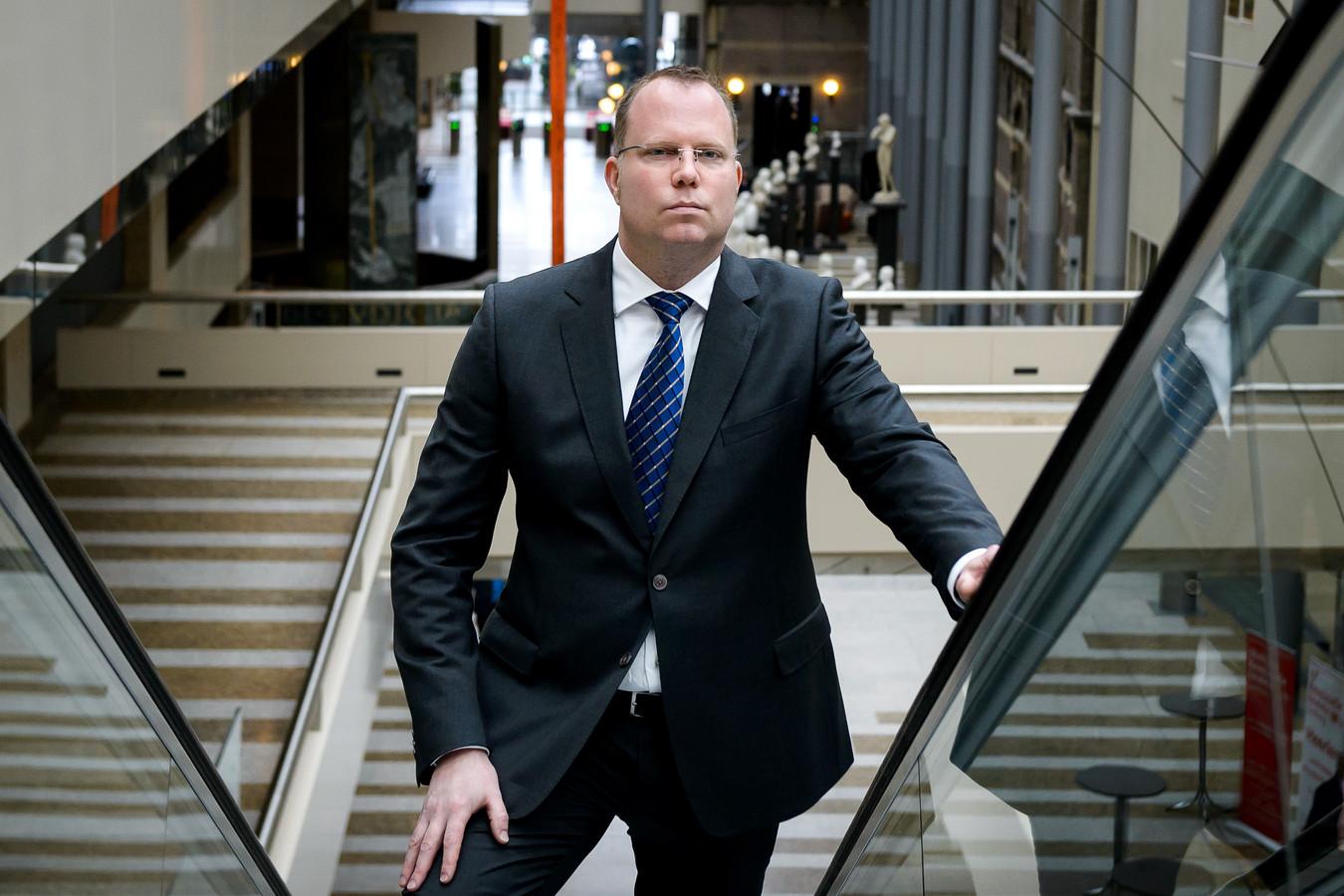 22-02-2017: Victor van Wulfen(L-R) Klokkenluider Victor van Wulfen in de Tweede Kamer in Den Haag