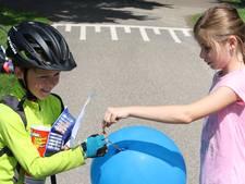 Gemist? Verliefde Tobias (8) fietst 200 kilometer naar vriendinnetje in Achterhoek