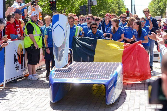 Een archiefbeeld van het Agoria Solar Team bij hun overwinning in de World Solar Tour in Australië vorig jaar.