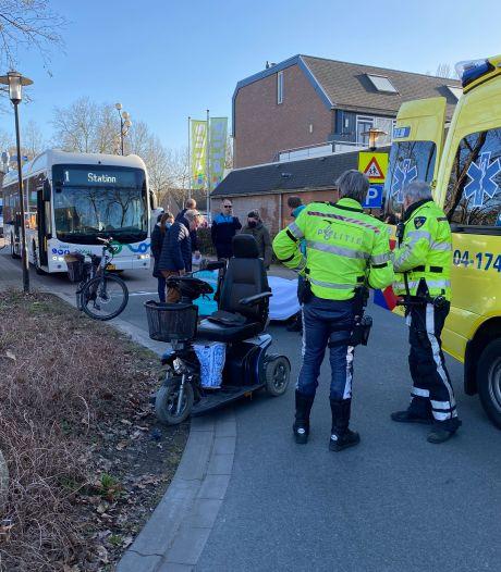 Vrouw in scootmobiel aangereden bij winkelcentrum Zwaluwenburg in Deventer