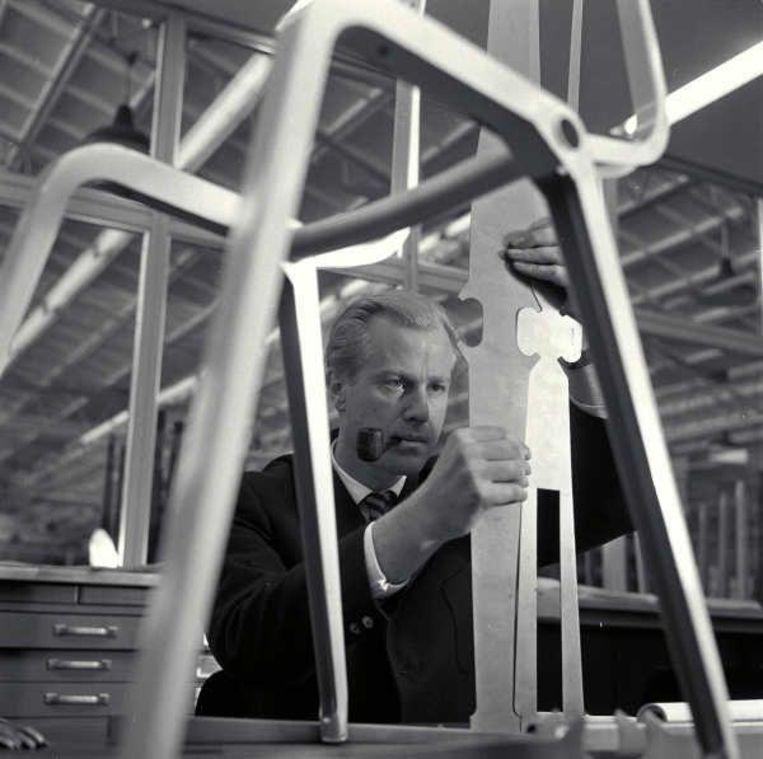 Ontwerper Friso Kramer, 1956. Beeld Hollandse Hoogte / Maria Austria Instituut