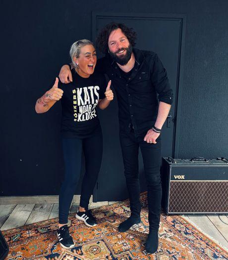 Sallandse rockformatie Bökkers brengt 'Ik zie een ster' opnieuw ten gehore tijdens ouverture van Songfestival