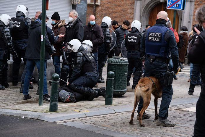 """La police a procédé à quelque 245 arrestations administratives, dont 91 concernent des mineurs, à l'issue de la manifestation contre la """"justice de classe"""" et les violences policières à Bruxelles dimanche dernier."""