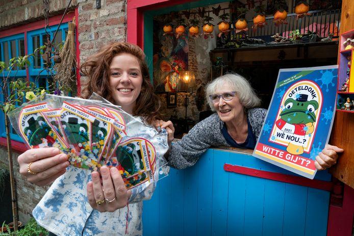 Sanne van der Bruggen met haar oma Margot van der Miessen.  De Oeteldonkse oma en haar kleinkind hebben de vorm van verlichting tot leven gebracht.